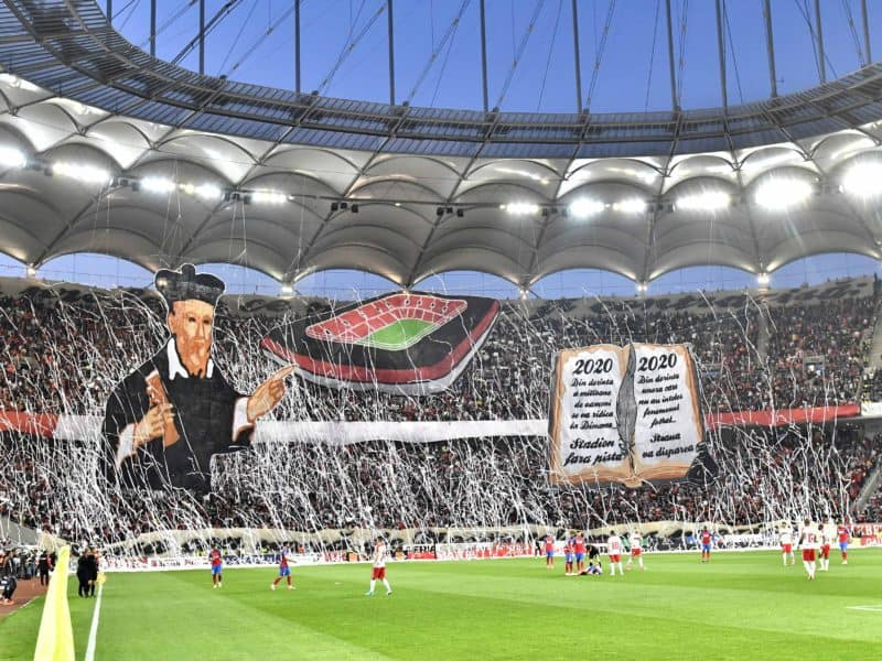 Coregrafie dinamovista in meciul de fotbal dintre Dinamo Bucuresti si FCSB diputat luni 1 mai 2017 pe Arena Nationala din Bucuresti in cadrul play off-ului Ligii 1 Orange. Razvan Pasarica/SPORT PICTURES